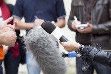 Rozmawiać czy nie rozmawiać z reporterem?